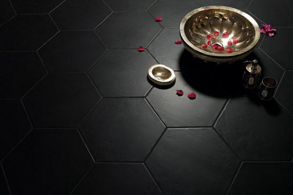 Valmori-ceramica-design-collezioni-tradizionale-LE-CRETE-CLASSIC-hexagon-terra-nera-1.jpg