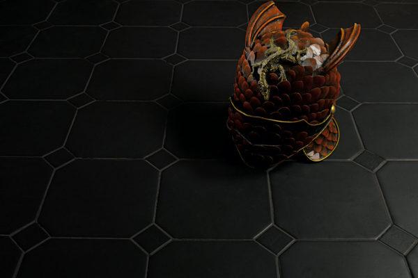 Valmori-ceramica-design-collezioni-tradizionale-LE-CRETE-CLASSIC-octagon-terra-nera-2