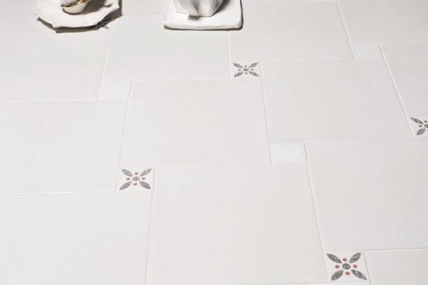 Valmori-ceramica-design-collezioni-tradizionale-LE-CRETE-CLASSIC-quadro-terra-bianca-1
